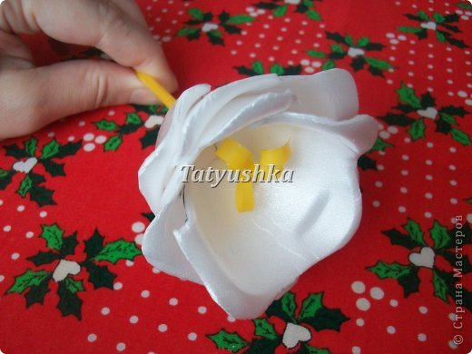 Здравствуйте, мастера и мастерицы! Предлагаю посмотреть, как можно сделать или попробовать самим сделать простые цветочки из упаковки от яиц. фото 42