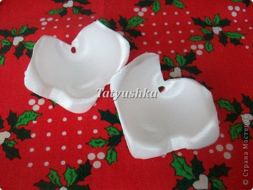 Здравствуйте, мастера и мастерицы! Предлагаю посмотреть, как можно сделать или попробовать самим сделать простые цветочки из упаковки от яиц. фото 43