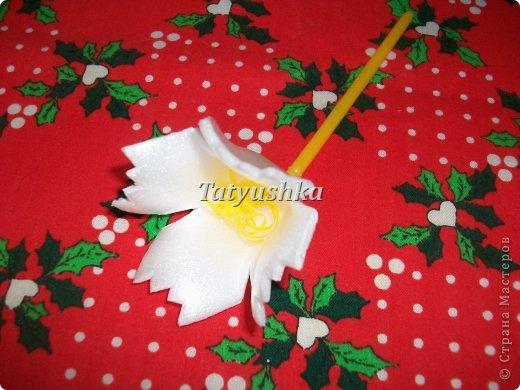 Здравствуйте, мастера и мастерицы! Предлагаю посмотреть, как можно сделать или попробовать самим сделать простые цветочки из упаковки от яиц.  фото 32