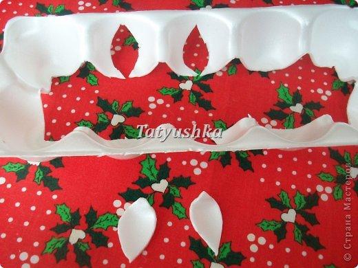 Здравствуйте, мастера и мастерицы! Предлагаю посмотреть, как можно сделать или попробовать самим сделать простые цветочки из упаковки от яиц. фото 34