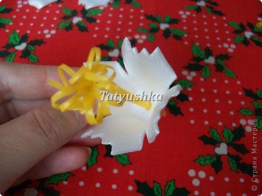 Здравствуйте, мастера и мастерицы! Предлагаю посмотреть, как можно сделать или попробовать самим сделать простые цветочки из упаковки от яиц. фото 31