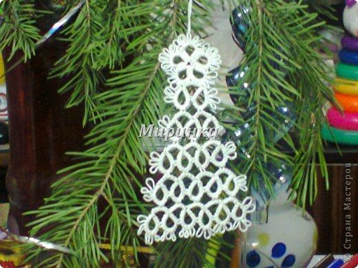 Понимаю,что жарким летом не до зимних праздников, но вот сейчас собрала всё,  во что я наряжала ёлочку на Новый год: разные снежинки и две ёлочки с разными звёздочками. фото 7