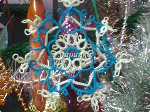 Понимаю,что жарким летом не до зимних праздников, но вот сейчас собрала всё,  во что я наряжала ёлочку на Новый год: разные снежинки и две ёлочки с разными звёздочками. фото 10