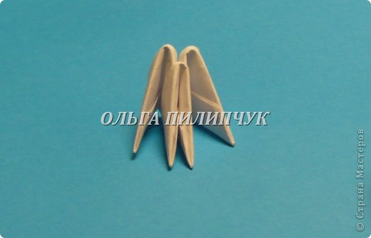 Материалы и инструменты:               1) Зелёная бумага (офисная) или белая;               2) Линейка, простой карандаш;               3) Канцелярский нож или ножницы;               4) Клей ПВА, кисточка для клея тонкая               5) аэрозольная краска в балоне зелённого цвета   фото 5