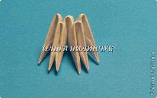 Материалы и инструменты:               1) Зелёная бумага (офисная) или белая;               2) Линейка, простой карандаш;               3) Канцелярский нож или ножницы;               4) Клей ПВА, кисточка для клея тонкая               5) аэрозольная краска в балоне зелённого цвета   фото 7