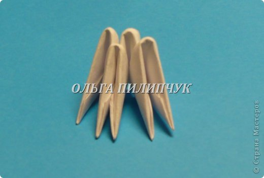 Материалы и инструменты:               1) Зелёная бумага (офисная) или белая;               2) Линейка, простой карандаш;               3) Канцелярский нож или ножницы;               4) Клей ПВА, кисточка для клея тонкая               5) аэрозольная краска в балоне зелённого цвета   фото 6