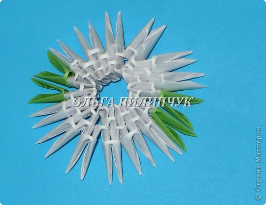 Материалы и инструменты:               1) Зелёная бумага (офисная) или белая;               2) Линейка, простой карандаш;               3) Канцелярский нож или ножницы;               4) Клей ПВА, кисточка для клея тонкая               5) аэрозольная краска в балоне зелённого цвета   фото 43