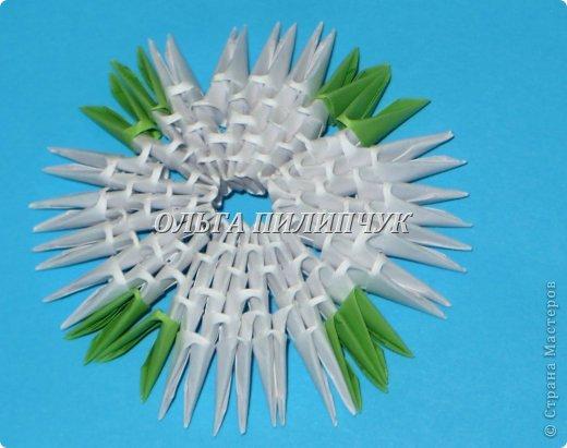 Материалы и инструменты:               1) Зелёная бумага (офисная) или белая;               2) Линейка, простой карандаш;               3) Канцелярский нож или ножницы;               4) Клей ПВА, кисточка для клея тонкая               5) аэрозольная краска в балоне зелённого цвета   фото 47