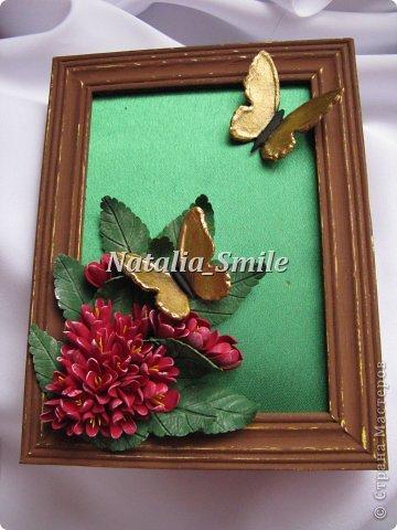 Бабочки... Так хочется весны и тепла...  Я решила сделать что-то весеннее. Взяла рамку, покрасила и немного состарила ее. Приклеила, так называемый, натюрморт))  Цветочки и бабочки выполнены из полимерной глины Deco.  фото 3