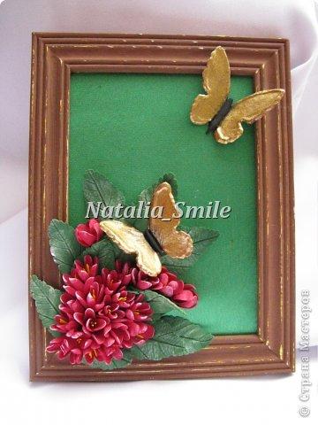 Бабочки... Так хочется весны и тепла...  Я решила сделать что-то весеннее. Взяла рамку, покрасила и немного состарила ее. Приклеила, так называемый, натюрморт))  Цветочки и бабочки выполнены из полимерной глины Deco.  фото 1