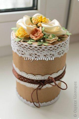 Коробочка для сладостей , основа картон, бумага для эскизов, кружева, самодельные цветочки.