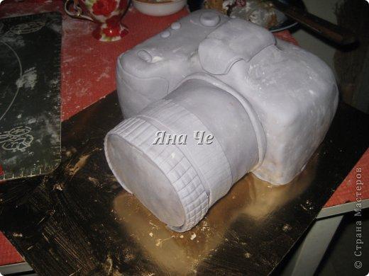 Такой вот торт-фотоаппарат сегодня я сделала. Делала его впервые и постаралась запечатлеть сей процесс, чем и хочу поделиться с Вами. Это первый мой МК, так что не судите строго. фото 14