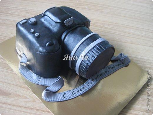 Такой вот торт-фотоаппарат сегодня я сделала. Делала его впервые и постаралась запечатлеть сей процесс, чем и хочу поделиться с Вами. Это первый мой МК, так что не судите строго. фото 1