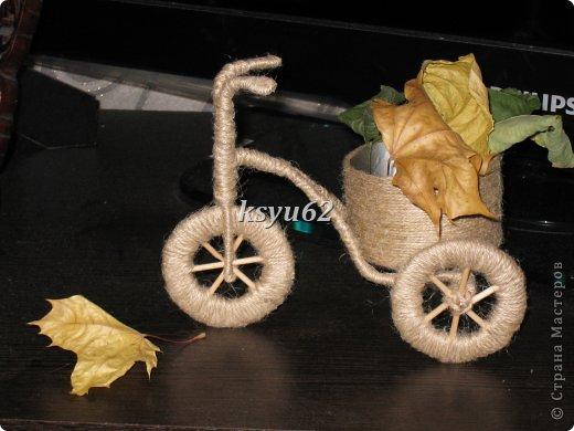 Добрый день!  Соорудила вот такое транспортное средство по мотивам работ Мастериц. Состав классический: проволка, шпажки, обрезанная баночка из-под чипсов. фото 1