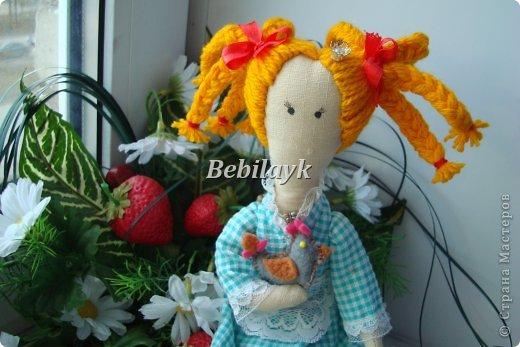 Понравилось мне шить куколок. Может быть действительно  в детстве не наигралась.А тут Пасха скоро. Вот и придумалась мне такая принцесса с курочкой.