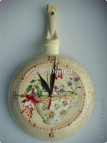 Часы сковорода декупаж