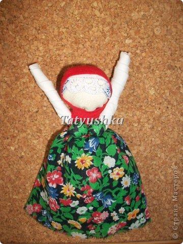 """""""Не грусти, не унывай, рук не опускай!""""  Такую куклу делали наши прапрабабушки и дарили подругам в час их уныния со словами, указанными выше. Или оставляли себе играть, чтоб глядя на нее, не унывать. Также куклу делали на Благовещение. фото 4"""