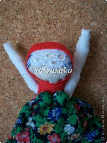 """""""Не грусти, не унывай, рук не опускай!""""  Такую куклу делали наши прапрабабушки и дарили подругам в час их уныния со словами, указанными выше. Или оставляли себе играть, чтоб глядя на нее, не унывать. Также куклу делали на Благовещение. фото 2"""