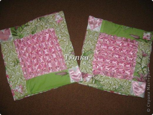 Вот такое покрывало-одеяло получилось в подарок молодоженам. Размер покрывала 200*240 см.( фотоаппарат не смог захватить полностью изделие) Внутри синтипон. фото 3