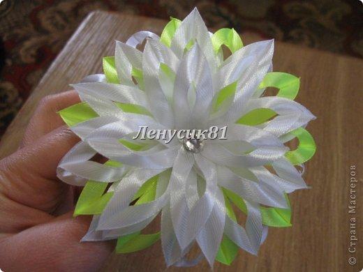 Цветы из узкой атласных лент своими руками 17