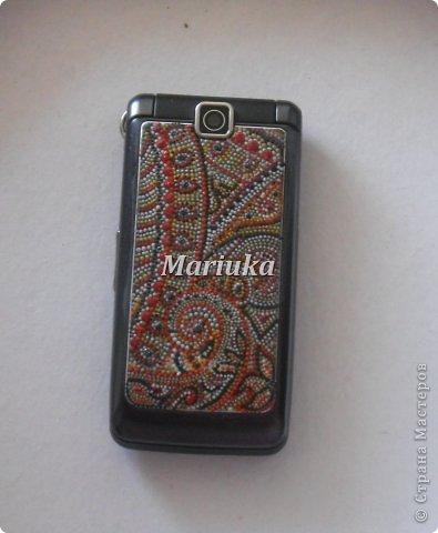 Доброго времени суток))) У меня был обычный черный телефон- захотелось что то в нем изменить. Взяла в руки контуры и вот, что получилось)))