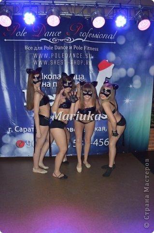 """Приветствую Всех и хочу поделиться своей """"масштабной"""" работой)))В студии, куда я хожу заниматься танцами, мой тренер организовала школу танцев на пилоне """"Kats"""".Меня попросили сшить 11 костюмов из лака для выступления.Вот такие кошечки у меня получились))) фото 3"""
