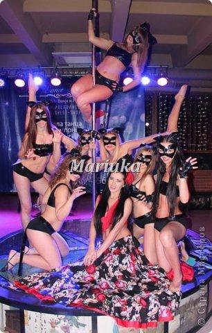 """Приветствую Всех и хочу поделиться своей """"масштабной"""" работой)))В студии, куда я хожу заниматься танцами, мой тренер организовала школу танцев на пилоне """"Kats"""".Меня попросили сшить 11 костюмов из лака для выступления.Вот такие кошечки у меня получились))) фото 5"""
