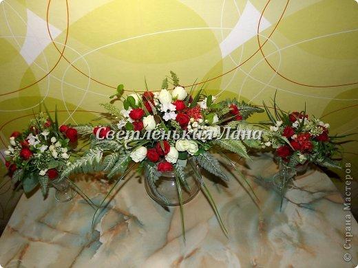 Приветствую всех у себя на страничке! Мои интерьерные композиции для украшения праздничного стола. Крепила цветы, листья, ягоды на пенопласт при помощи термопистолета.  фото 4