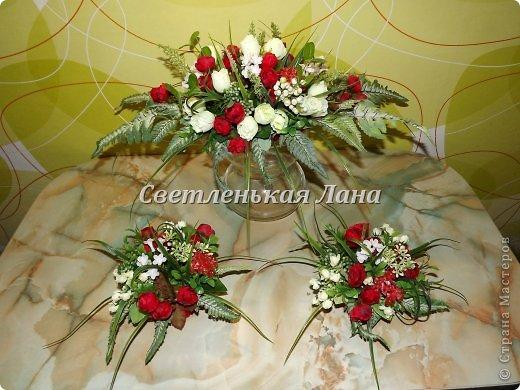 Приветствую всех у себя на страничке! Мои интерьерные композиции для украшения праздничного стола. Крепила цветы, листья, ягоды на пенопласт при помощи термопистолета.  фото 3