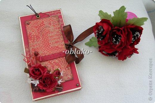 Первая моя шоколадница. Захотелось сделать приятное очень хорошему человеку. Почему-то именно в красном цвете...  Использована цветная бумага для пастели, сизаль, эмбоссинг(золото), скрап-бумага,  принтер ручной. фото 3