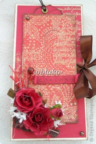 Первая моя шоколадница. Захотелось сделать приятное очень хорошему человеку. Почему-то именно в красном цвете...  Использована цветная бумага для пастели, сизаль, эмбоссинг(золото), скрап-бумага,  принтер ручной. фото 1