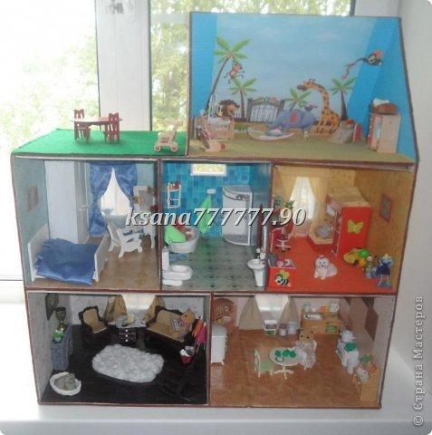Наш дом для мишек. Высота 75 см. Ширина 70 см. Дом из фанеры. Никак не доделаю перила на балконе. Вид сзади. фото 2