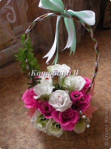 В корзине 27 цветков с конфетами и бутылочка шоколадного напитка:) Это подарок для подруги на день рождения! фото 4