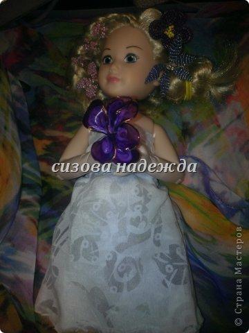 """Первый раз участвуем в конкурсе и этот конкурс  https://stranamasterov.ru/node/597427 называется """"Цветочная поляна"""".Начала я делать костюм фиалки и тут мне Олюшка говорит:""""Не хочу быть фиалкой, а  хочу быть цветочной королевой!"""" Ну и я не стала с ней спорить,поэтому встречайте- моя цветочная королева!А пока она позирует расскажу про платье. Легкое платье  сшито и полупрозрачной ткани сложенной вдвое (выкройку делала сама).Прическу делала тоже я . P.S:Прошу прощения за фото снимала на телефон. фото 2"""