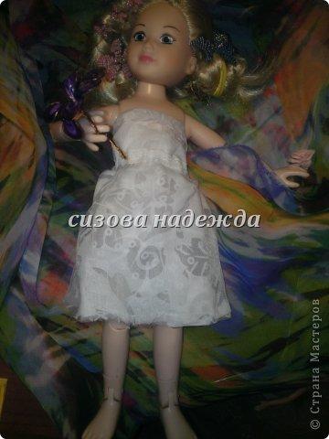"""Первый раз участвуем в конкурсе и этот конкурс  https://stranamasterov.ru/node/597427 называется """"Цветочная поляна"""".Начала я делать костюм фиалки и тут мне Олюшка говорит:""""Не хочу быть фиалкой, а  хочу быть цветочной королевой!"""" Ну и я не стала с ней спорить,поэтому встречайте- моя цветочная королева!А пока она позирует расскажу про платье. Легкое платье  сшито и полупрозрачной ткани сложенной вдвое (выкройку делала сама).Прическу делала тоже я . P.S:Прошу прощения за фото снимала на телефон. фото 1"""