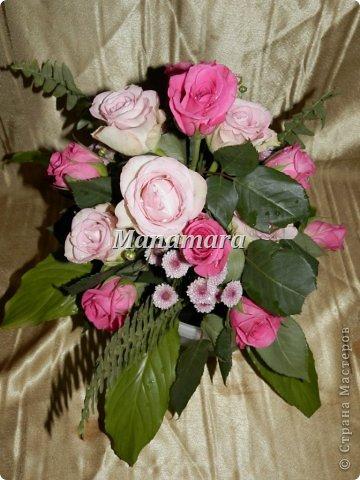 Давно я не выкладывалась...и вот решилась... Чудом ко мне попали кипа роз, и надумала попробывать себя сама во флористике=), вот что из этого вышло: 1. Это уже из остатков роз...большие светлые листы, от дом.растений=)...остальная листва, листья розы фото 5