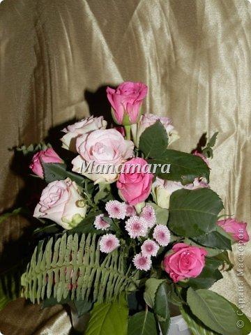 Давно я не выкладывалась...и вот решилась... Чудом ко мне попали кипа роз, и надумала попробывать себя сама во флористике=), вот что из этого вышло: 1. Это уже из остатков роз...большие светлые листы, от дом.растений=)...остальная листва, листья розы фото 6