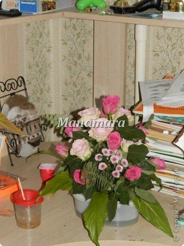 Давно я не выкладывалась...и вот решилась... Чудом ко мне попали кипа роз, и надумала попробывать себя сама во флористике=), вот что из этого вышло: 1. Это уже из остатков роз...большие светлые листы, от дом.растений=)...остальная листва, листья розы фото 7
