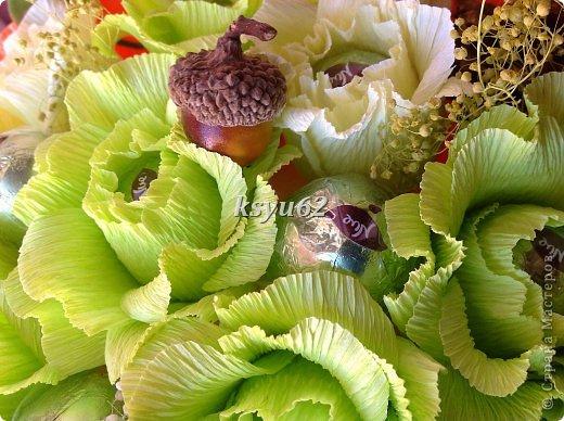 """Добрый день! Хочу показать Вам новый букет. Использованы конфетки """"Nue"""", сухоцветы, желуди с искуственной основой и натуральной шляпкой и, нелюбимые мной, искуственные листья.   фото 1"""