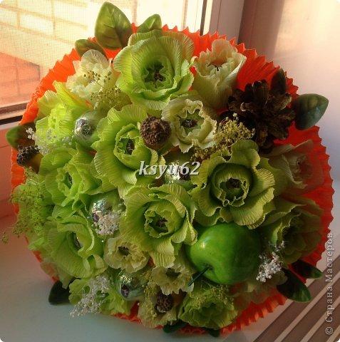 """Добрый день! Хочу показать Вам новый букет. Использованы конфетки """"Nue"""", сухоцветы, желуди с искуственной основой и натуральной шляпкой и, нелюбимые мной, искуственные листья.   фото 2"""