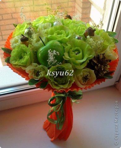 """Добрый день! Хочу показать Вам новый букет. Использованы конфетки """"Nue"""", сухоцветы, желуди с искуственной основой и натуральной шляпкой и, нелюбимые мной, искуственные листья.   фото 3"""