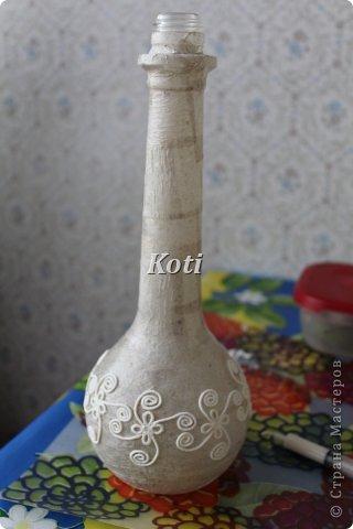 А вот и второй вариант преображения бутылки. Прототипом является бутылка в технике пейп-арта Тани Сорокиной https://stranamasterov.ru/node/308701?tid=451. Хотелось освоить ее технику, но... фото 2