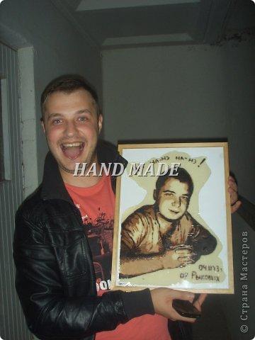 """Вот такой вот подарок сделала я другу на день рождения:)))подарила ему самого себя, только шоколадного))))итак, начнем)я взяла фотографию и в программе """"фотошоп"""" изменила фотографию фото 15"""
