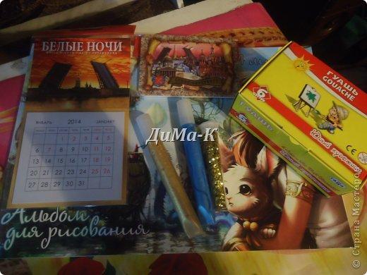 """Привет всем!!!))) Рад встречать вас в блоге, посвященном похвастушкам по  игре """" ЗИМНЯЯ СКАЗКА""""  которую организовывает наша Светик 1903.  (вот ссылочка на игру - https://stranamasterov.ru/node/637985 ) А хвастиками в этот раз заведую я,  ДиМа-К ) ВНИМАНИЕ!!!!! 1. Участие в хвастиках является обязательным условием - это окончательное подтверждение того, что посылочка была отправлена и была вручена участнику игры. 2. При получении подарочка необходимо сделать 4 хорошие, красивые фотографии (2 - общие фото подарочка. 3. Фотографии своих сокровищ необходимо отправить на мою почту - dima-8299@mail.ru с пометкой ХВАСТЫ. 4. Кроме фотографий жду от вас небольшое сопроводительное письмо, так сказать, впечатления, охи, ахи и вздохи радости:) 5. Не забываем указывать своё имя и ник в СМ, а так же имя и ник вашего волшебника-дарителя!  Обязательно отвечу на все ваши письма, если есть вопросы - обращайтесь, всегда рад помочь! ОДИН ВАЖНЫЙ МОМЕНТ! Не забывайте, что каждый подарочек делается мастером с любовью и особым трепетом, мы все стараемся, чтобы порадовать вас, поэтому НЕ ЗАБЫВАЙТЕ в первую очередь отблагодарить вашего дарителя, поставить его в известность, когда и как дошла посылочка. Ожидание - один из самых волнительных и сладких моментов в игре!  Вот ссылочки, по которым Вы можете отслеживать путь своей посылки:  1. http://www.russianpost.ru/rp/servise/ru/home/postuslug/trackingpo  2. http://www.trackitonline.ru (здесь может понадобиться сначала, выбрать язык)  3. http://gdeposylka.ru/  4. http://poiskpisem.ru/  5. http://почта-россии.рф/resp_engine.aspx?Path=rp/servise/ru/home/postuslug/trackingpo  Если информации о Вашем отправлении нет в течение нескольких дней, не переживайте - информация иногда задерживается.  Желаю всем хорошего настроения,  и ярких, незабываемых впечатлений!!! Я Makrel(Васильева Людмила) получила сегодня посылочку от Мадам Плюшкина (Андреева Екатерина)!!!  Сегодня 19 октября, собралась на выставку БУМПРОМ, заглянула в почтовый ящик, там извещение"""