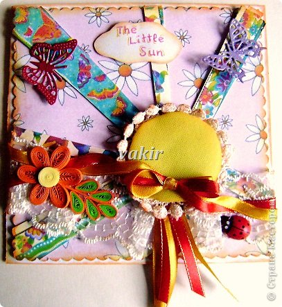 """Привет, любимая Страна! Сегодня я делюсь солнечной открыточкой на 3-хлетие замечательной солнечной девочке Сонечке. Вдохновила на её создание """"Солнечная открытка"""" Анны Арсеньевой, которую я увидела на ярмарке мастеров и влюбилась в неё. Солнышко - картонный кружочек+синтепон, обшит жёлтым фатином и кружевом, края слегка зотонировала . На первый взгляд может показаться, что открытка перенасыщена элементами, но я использовала много разных деталек умышленно, поскольку малыши очень любят всё яркое, красивое, воспринимая окружающий мир не только зрительно, но и тактильно. В итоге получилось то, что получилось: ярко и жизнерадостно. А вы как считаете?"""