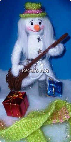 Стареющий рок-музыкант, а по совместительству снеговичок во дворе, слепленный ребятишками.