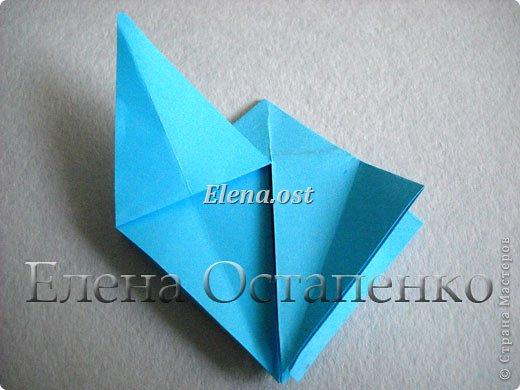 Люблю вязать и заниматься оригами. Попробовала объединить вязаные элементы и оригами-фигурки для создания новогодних открыток. Для работы использовала картон поделочный для детского творчества, цветную офисную бумагу, салфетки, пряжу. Из пряжи Gazzal-Dennis крючком №1.25 связала снежинки, смочила их водой с клеем ПВА и положила в расправленном виде для высыхания. Когда снежинки высохнут, приклеиваем их на картон или бумагу для акварели.  фото 12