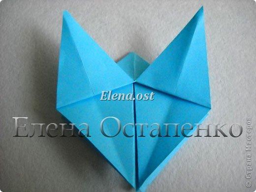 Люблю вязать и заниматься оригами. Попробовала объединить вязаные элементы и оригами-фигурки для создания новогодних открыток. Для работы использовала картон поделочный для детского творчества, цветную офисную бумагу, салфетки, пряжу. Из пряжи Gazzal-Dennis крючком №1.25 связала снежинки, смочила их водой с клеем ПВА и положила в расправленном виде для высыхания. Когда снежинки высохнут, приклеиваем их на картон или бумагу для акварели.  фото 13