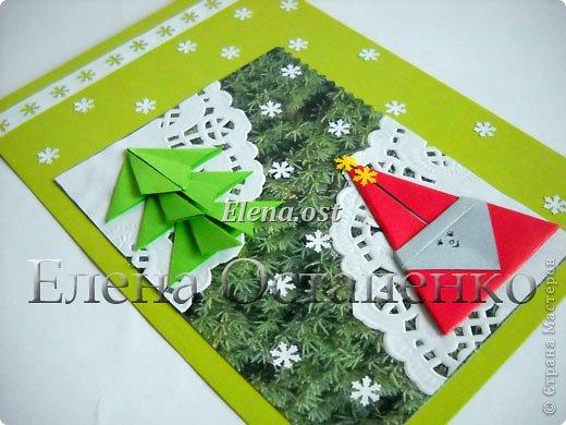 Люблю вязать и заниматься оригами. Попробовала объединить вязаные элементы и оригами-фигурки для создания новогодних открыток. Для работы использовала картон поделочный для детского творчества, цветную офисную бумагу, салфетки, пряжу. Из пряжи Gazzal-Dennis крючком №1.25 связала снежинки, смочила их водой с клеем ПВА и положила в расправленном виде для высыхания. Когда снежинки высохнут, приклеиваем их на картон или бумагу для акварели.  фото 27