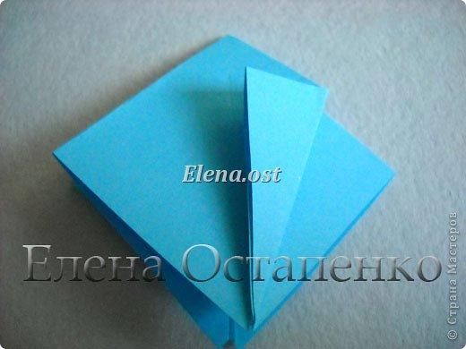 Люблю вязать и заниматься оригами. Попробовала объединить вязаные элементы и оригами-фигурки для создания новогодних открыток. Для работы использовала картон поделочный для детского творчества, цветную офисную бумагу, салфетки, пряжу. Из пряжи Gazzal-Dennis крючком №1.25 связала снежинки, смочила их водой с клеем ПВА и положила в расправленном виде для высыхания. Когда снежинки высохнут, приклеиваем их на картон или бумагу для акварели.  фото 7